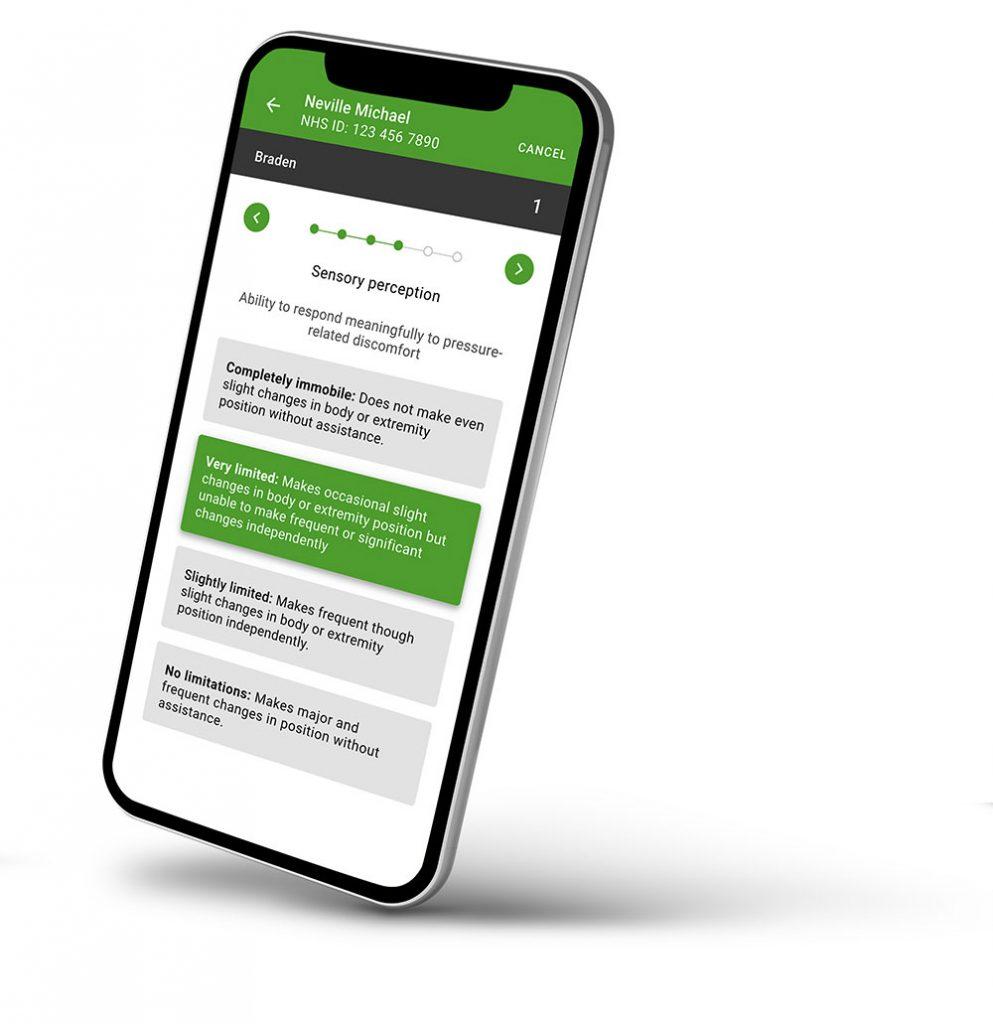 Smartphone zeigt den Early-Warning-Score über App zur Krankenpflege