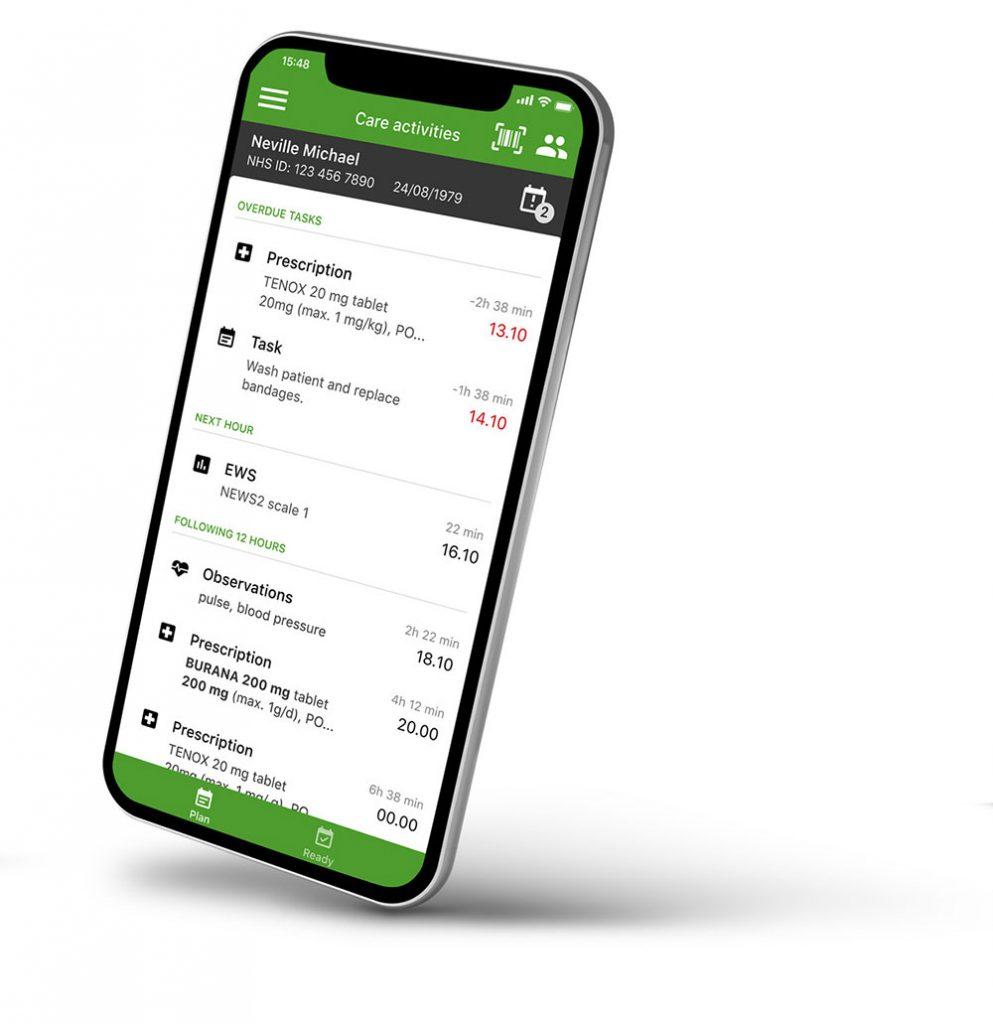 Smartphone zeigt digitale Aufgabenliste zu den Pflegeaufgaben